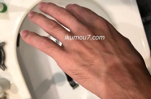 僕の手の甲の写真